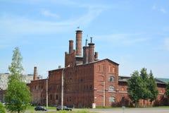 雷宾斯克,俄罗斯 老啤酒厂(1877)在夏天 免版税库存照片