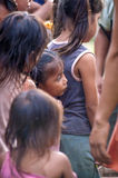 洛雷托省,秘鲁- 1月02 :未认出地方孩子摆在 库存图片