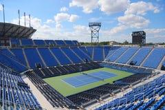 雷斯阿姆斯特朗体育场在美国公开赛期间的比利・简・金国家网球中心2014年 免版税库存照片