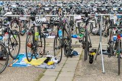雷根斯堡,巴伐利亚,德国, 2017年8月06日,第28雷根斯堡三项全能2017年,赛跑在介绍区域骑自行车 图库摄影