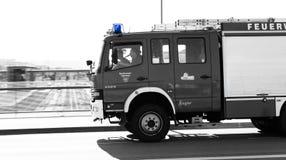 雷根斯堡,巴伐利亚,德国, Mai 17日2017年,雷根斯堡义务消防队有闪动的蓝色光的 库存图片