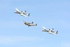 A-10雷电II和在显示的洛克希德P-38闪电 图库摄影