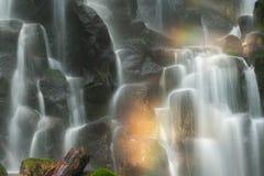 雷蒙娜凉快的薄雾和彩虹落,俄勒冈 库存图片