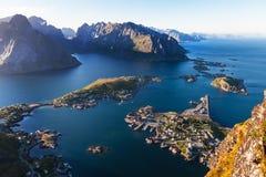 雷讷村庄, Lofoten海岛,挪威埃拉尔铝合金视图  免版税库存照片
