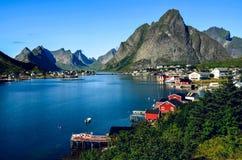 雷讷镇在Lofoten,挪威,在夏天 免版税库存图片