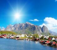 雷讷镇美丽的景色在Lofoten海岛,挪威 图库摄影
