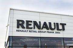 雷诺在经销权大厦的公司商标 图库摄影