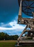 雷达和天线 免版税库存照片