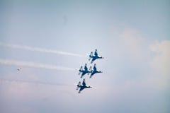 雷鸟飞行表演 免版税图库摄影