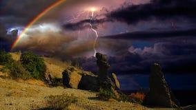 雷暴和彩虹在克里米亚 库存照片