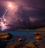 雷暴和闪电在黑海,克里米亚 免版税库存图片