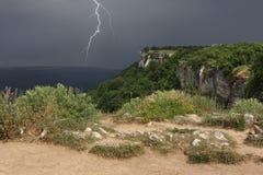 雷暴接近在克里米亚半岛山高原  库存图片