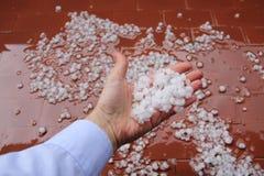 雹子在手边 免版税库存图片