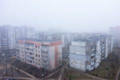 雾在城市 免版税库存照片