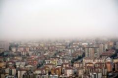 雾在城市 库存照片