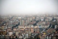 雾在城市 免版税库存图片