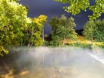 雾在河在晚上 免版税库存照片