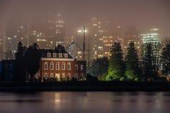 雾在温哥华 免版税库存图片