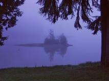 雾海岛 库存图片