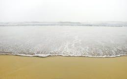 雾海浪 免版税库存图片