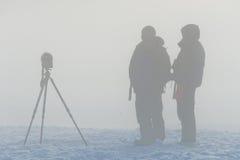 雾的摄影师 免版税库存照片