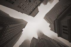 雾的纽约摩天大楼 库存图片