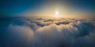 雾空中全景秋天,立陶宛 免版税库存图片