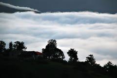 雾谷的图片  免版税库存图片