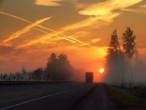 雾高速公路早晨 库存图片