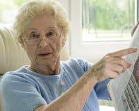 需要帮助的老妇人 库存图片
