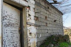 需要重建的老房子 免版税库存照片