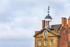 需讨论的霍尔大厦屋顶的天视图在Daventry市中心 免版税库存照片
