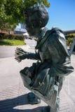 震动作为震颤麻痹的表示法被解释的人雕塑 库存图片