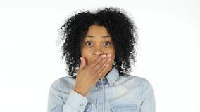 震动,白色背景的翻倒黑人妇女 免版税库存图片