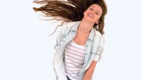 震动头发的微笑的妇女 股票录像