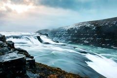 震惊古佛斯瀑布在一条金黄圈子路线的冰岛下跌 免版税库存照片