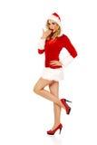 震惊年轻美丽的圣诞老人妇女 免版税图库摄影