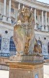 霍夫堡宫狮子雕象。维也纳,奥地利 免版税图库摄影