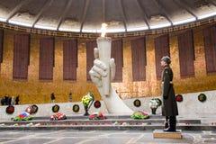 霍尔军事荣耀,仪仗队和永恒火焰的看法在历史纪念复合体 免版税库存照片