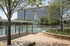 霍尔现代大厦在城市Frisco停放 免版税库存图片