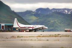 霍尼韦尔试飞Convair 580个航空器在Unalaska 免版税库存照片