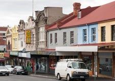 霍巴特,塔斯马尼亚,澳大利亚- 2009年12月14日:伊丽莎白与绿色玉餐馆的街购物在更小的客商中 免版税库存照片