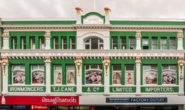 霍巴特,塔斯马尼亚,澳大利亚- 2009年12月14日:偶象T J 藤茎大厦在伊丽莎白街道是被绘的草绿色与金黄 库存照片