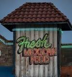 霓虹墨西哥食物标志 免版税库存照片