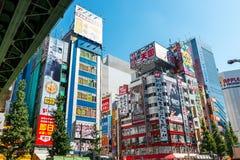 霓虹灯和在东京,日本签到秋叶原 免版税库存照片
