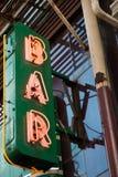 霓虹酒吧标志 免版税库存照片