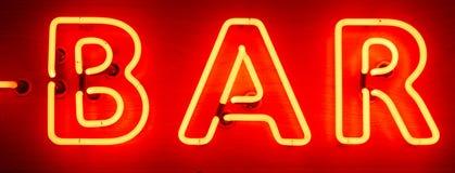霓虹酒吧标志 库存图片