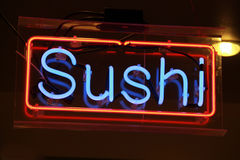 霓虹轻的寿司 库存照片