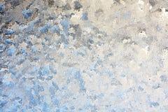 结霜的冬天玻璃窗背景 库存图片