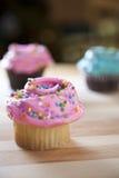 结霜的杯形蛋糕 库存图片